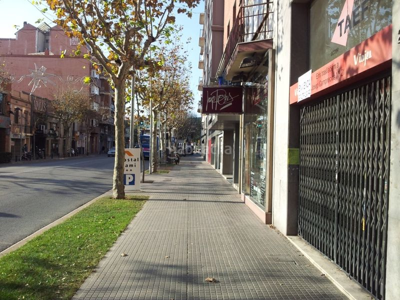 Fachada. Local commercial dans Centre Esplugues de Llobregat