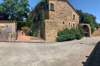 Casa LLAURER, S/N. Baix empordà, forallac, casa