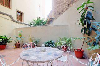 Flat in Carrer sicilia, 242. Amplio piso de 100 m2 más 35 m2
