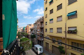 Appartamento in Carrer joan rafols, 30. Acogedor piso en santa coloma
