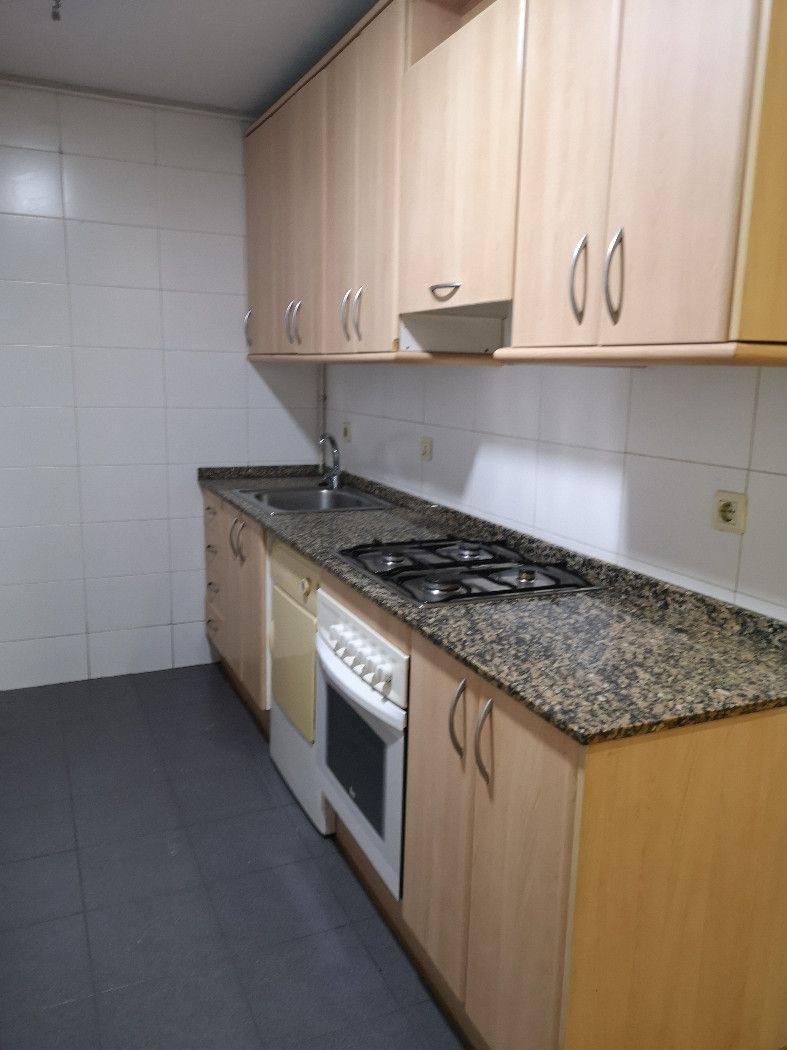Rent Apartment in Plaça mercadal, 28. Apartamento de 1 hab.