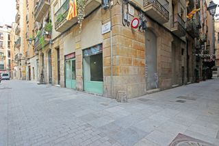 Local Comercial  Carrer colomines. Local en zona muy comercial