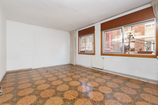 Appartamento  Carrer mora d´ebre. Excelente  y espacioso piso