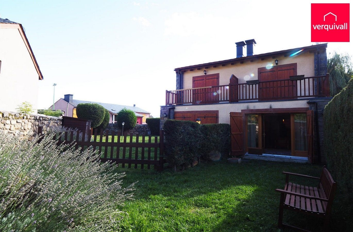 Casa aparellada  Rue du faytou. Bién conservada y jardín privado