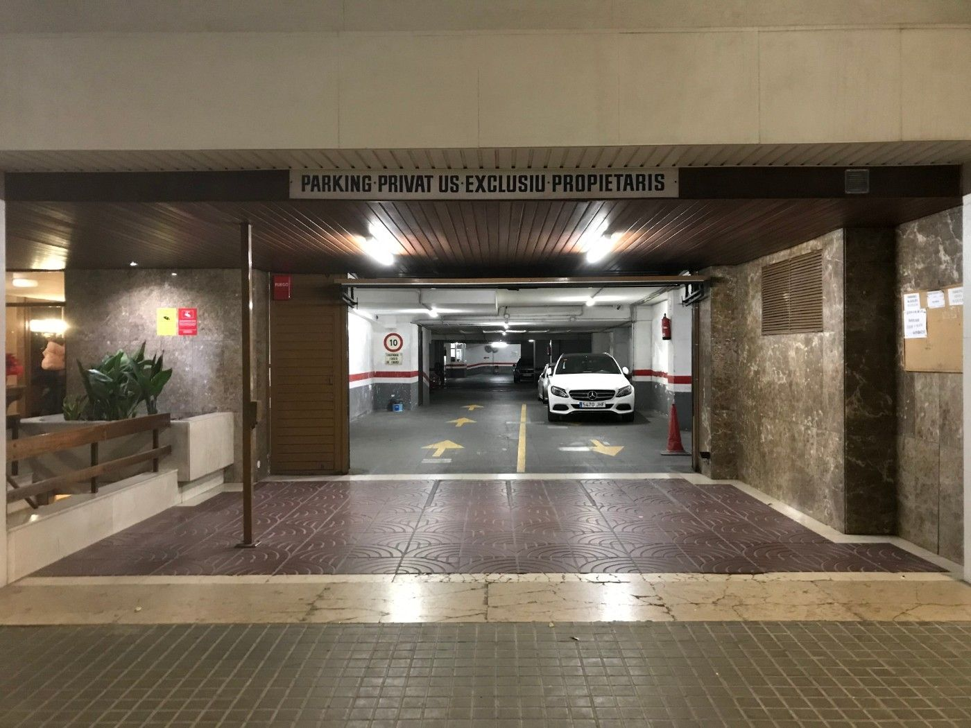 Parking coche en Carrer Viladomat, 52