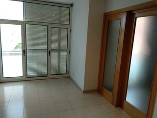 Location Appartement  Carrer girona. Apartment 2hab+pkng zona centre