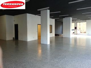 Rent Business premise  Barri de dalt. Amplio local comercial!!
