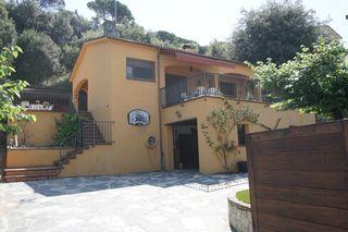 Casa Llinars del Vallès. Precioso jardin y zona barbacoa