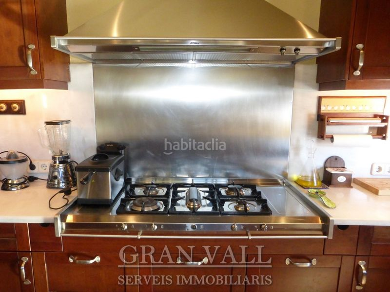 Cuina. House with fireplace heating parking in Prats i Sansor