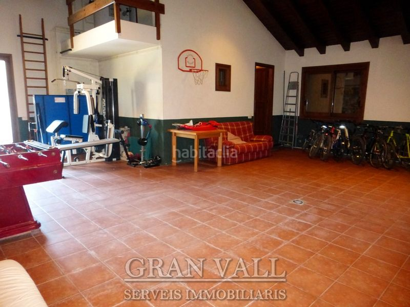 Garatge. House with fireplace heating parking in Prats i Sansor