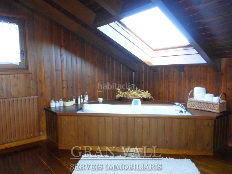 Hidromassatge suite. House with fireplace heating parking in Prats i Sansor