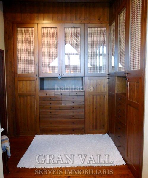Vestidor suite. House with fireplace heating parking in Prats i Sansor