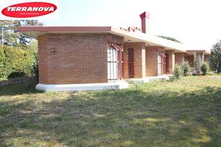 House  Pueblo. Con parcela plana