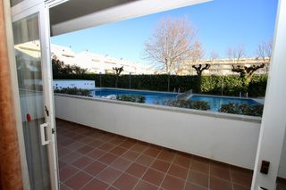 Ground floor in Carrer devesa, 23. Piso con piscina comunitaria