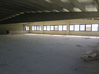 Location Bureau  Poligon besalú. Despatx diafan 250m² a 750m².