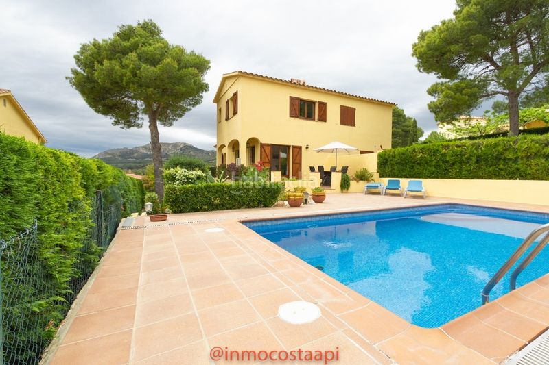 Casa piscina privada. Casa pareada en carrer suissa casa con piscina privada en Estartit