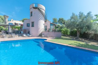 Chalet in Carrer buckingham, 28. Casa con piscina privada