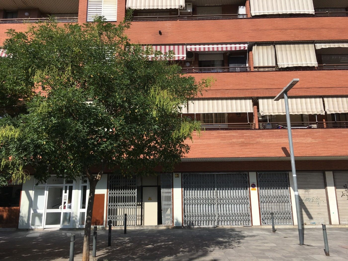 Local Comercial en Avinguda corts catalanes, 541. Junto rondas y a7  fachada 15m
