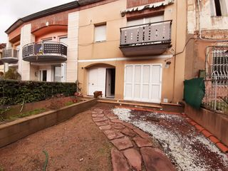 Rent Semi detached house  Carrer vic. Muy luminosa y con jardin