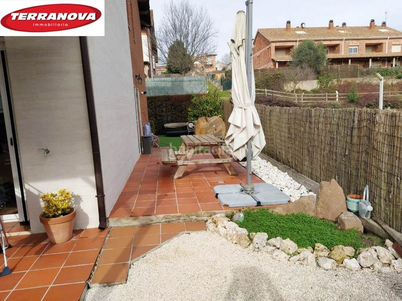 jardín privado. Semi detached house with fireplace heating parking pool in Ametlla del Vallès (L´)