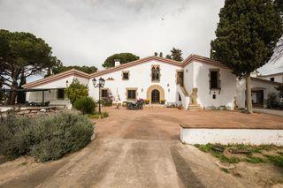 Chalet Veinat de Sant Daniel, 1. Masía con 6 viviendas y piscina
