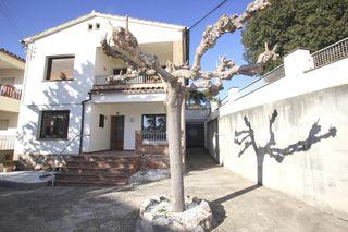 Casa  Carrer montseny. Casa bifamiliar
