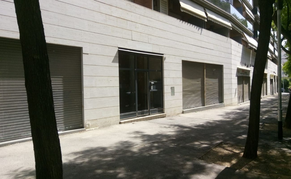 Local commercial dans Carrer lleida, 6. Local diafano