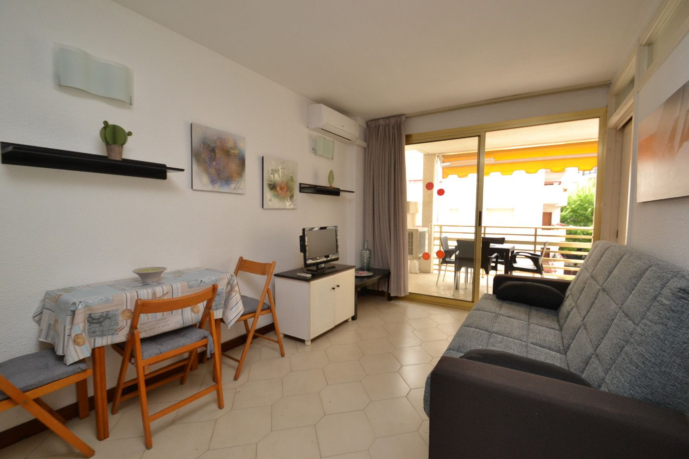 Rent Apartment in Carrer berlin (de), 11. Disponible hasta mayo 2021
