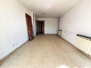 Appartamento  Carrer abat oliba. Oportunitat pis amb terrassa