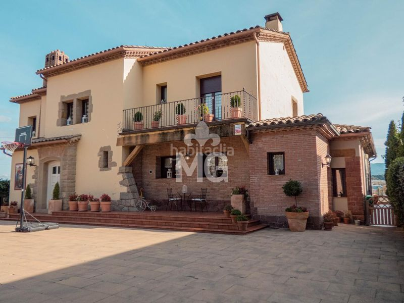 EXTERIOR. Villa with fireplace heating parking pool in Tona