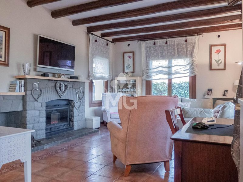 MENJADOR. Villa with fireplace heating parking pool in Tona