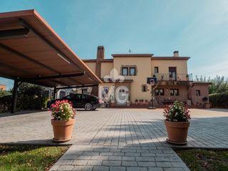 Villa  Carrer doctor bayes. Amb piscina