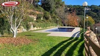 Towny house  La miranda. Con piscina