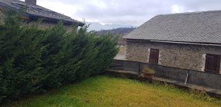 Casa adosada en Carrer bona dona (de la), 176. Casa cantonera ger