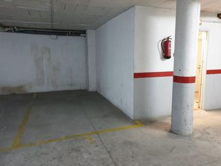 Rent Car parking in Carrer josep romañach i serrats (de), 12. Zona centre medic el cap