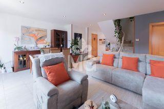 Zweistöckige Wohnung  Carrer raval cortines. Amb terrassa i dos parquings