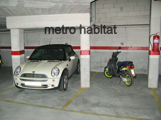 Location Parking moto  Ronda pedret. Plaça de pk per moto grossa.