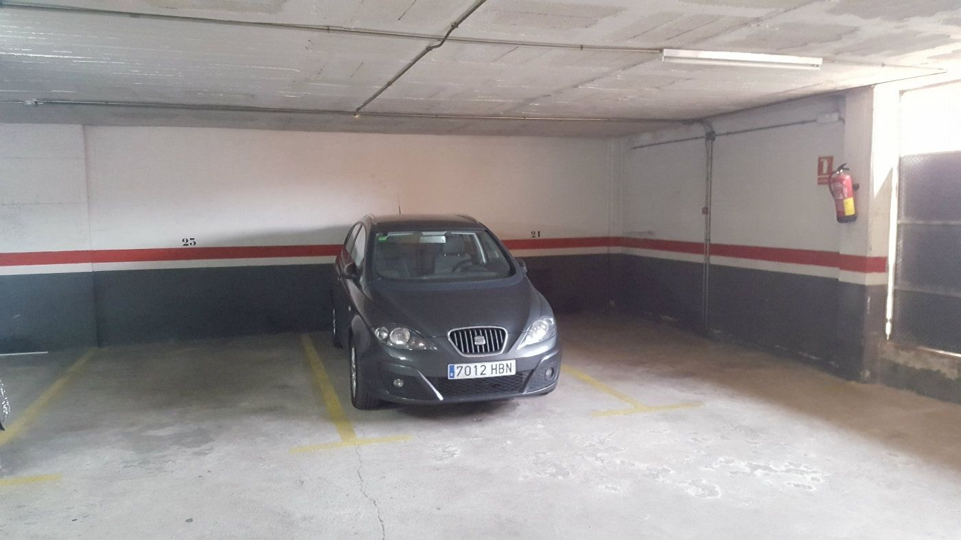 Car parking in Passeig fabra i puig, 366. Plaza pk para coche grande
