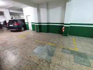 Car parking  Avinguda nord. Plaza de parquing con trastero