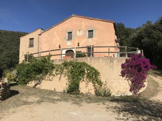 Country house in Sant Iscle de Vallalta. Masia vistas al mar.