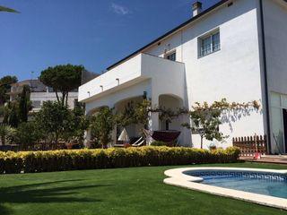 Villa  Carrer camí de pedracastell. Torre 4 vents amb piscina.