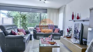 Semi detached house in Teià. Chalet en zona residencial