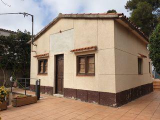 Maison  Rectoret. Jardín y terraza para reformar