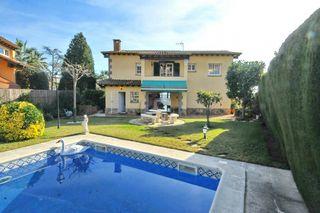 Maison dans Vilassar de Dalt. Casa a 4 vents amb piscina