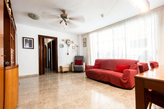 Appartement dans Via Europa-Parc Central. Piso amplio con  balcón