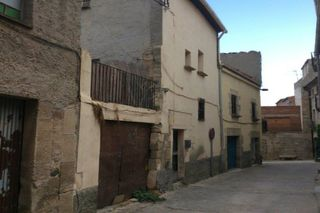 Semi detached house in Carrer sant jaume, 7. Casa en venta en verdu