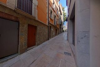 Semi detached house in Carrer de l´om, 13. Casa en venta en guissona