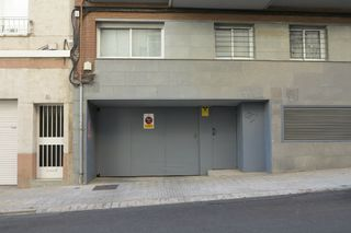 Car parking in Carrer antoninus pius, 141. Vehicle petit