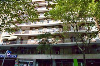 Appartamento in Carrer mallorca, 61. Gran pis per a reformar
