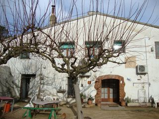 Country house  A prop del poble. Masia cerca del pueblo